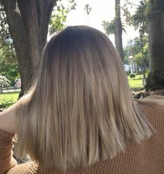 Lady Miranda Straight Hair Bob Wig Ombre Brown to Ash Blonde Color Middle Pa Blonde Hair Looks, Ash Blonde Hair, Blonde Color, Beige Hair Color, Cheveux Beiges, Blond Beige, Long Bob Hairstyles, Bandana Hairstyles, Hairstyle Ideas