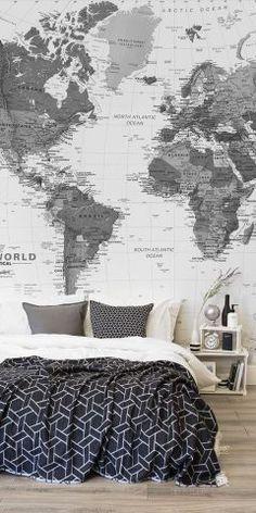 Quarto com papel de parede de mapa mundi preto e branco