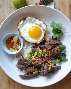 To make this Bangkokian favorite (at home and at, oh my word, EVERY school cafeteria), turn to page 144 of #simplethaifoodcookbook, substituting the chicken with beef tenderloin, sirloin, or chuck, sliced against the grain.