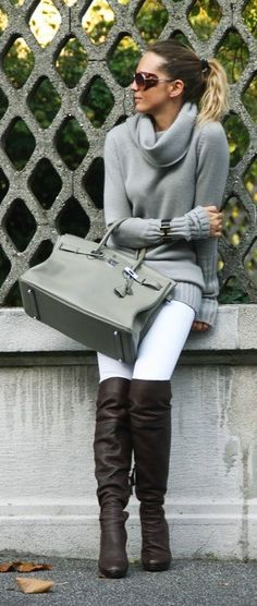 chunky light-colored sweater + white pants + boots = white in the fall