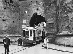 Torres de Quart, años 60. Valencianisme en fotos Cadiz, Where To Go, Time Travel, Trip Planning, Train, Explore, Vintage, Beach, Painting