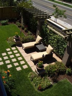 Get our best landscaping ideas for your backyard and front yard, including landscaping design, garden ideas, flowers, and garden design. Backyard Garden Design, Small Backyard Landscaping, Backyard Pergola, Patio Design, Landscaping Ideas, Pavers Ideas, Fence Design, Patio Privacy, Rustic Backyard