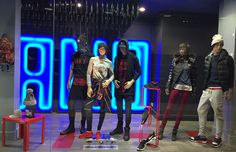 Retrouvez des idées de style pour cette hiver dans les tons du noir et rouge ! Street, urbain, classique, moderne, fashion, glamour, il y en a pour tous les styles... Retrouvez les marques Nike, New Era, Unkut, Asics, Converse, Sixth June, Diadora, Carhartt....