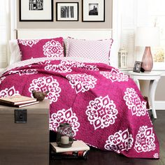 Lend a touch of bohemian style to your master suite or guest room with this cotton quilt set, showcasing a medallion design in fuchsia.