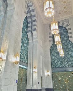 Beautiful islam for us. You can get the best motiavtional speeches, inspirational speeches and a lot of attractive speeches, which can change you life for every step of success. I can't change the world but we can. Mecca Masjid, Masjid Al Haram, Islamic Architecture, Architecture Design, Mekkah, Beautiful Mosques, Islamic Art Calligraphy, Green Doors, Looking Up
