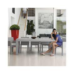 Vondom Comedor Jut. Diseño: Studio Vondom. Dispones de sillas, sillones y tres posibles tamaños de mesa para crear tu zona de comedor exterior Jut.