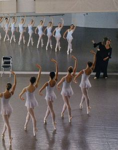 Ballet class...I wish my girls could make such beautiful diagonal line! :)