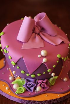 Wonka-Cake. I can't imagine somebody can do this =) I wanna learn!