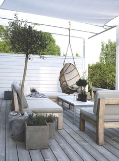 The teak lounge furniture from Muubs are favorites on our patio together with the Renoir hanging chair.