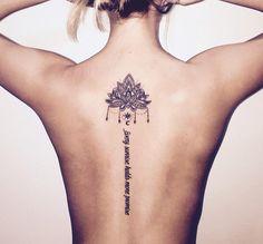 Schriftzug und Lotusblüte