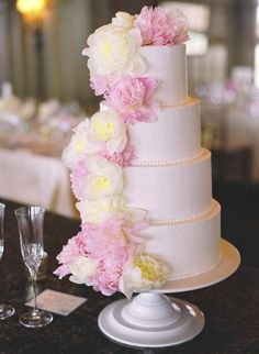 Florals cascading down the wedding cake | See more of the wedding on SMP: http://www.StyleMePretty.com/2014/02/03/ocean-course-kiawah-island-wedding/ Photography: Gayle Brooker