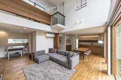 五日市の家 | WORKS WISE 岐阜の設計事務所 Open Ceiling, Facade, Architecture Design, Conference Room, House Design, Living Room, Table, Furniture, Home Decor