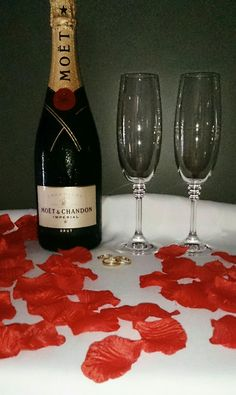 Buy romantic silk fabric rose petals @bridal.table.veil www.bridaltableveil.ecwid.com