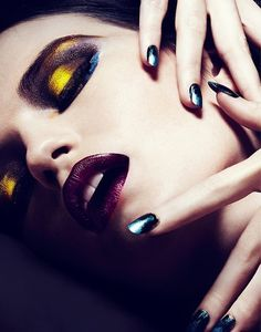 Artistic eye #makeup - Purple lips