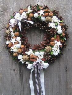 Christmas Advent Wreath, Xmas Wreaths, Christmas Party Decorations, Christmas Tablescapes, Rustic Christmas, Winter Christmas, Christmas Time, Diy Wreath, Christmas Inspiration