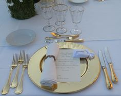 Formal gold Table setting with a rustic ribbon touch  www.guidilenci.com