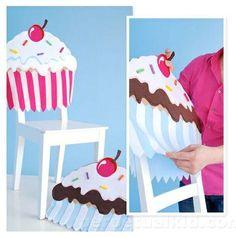 Hoy navegando por internet me encontre esta estupenda idea para decorar las sillas del comedor, en...