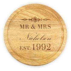 Add a touch of warmth and rustic feel to the family home with our stylish Engraved Est. Round Chopping Board filled with character and personality. Super sleek in traditional wood, our round chopping board makes an ideal gift for weddings, anniversaries, housewarmings, Christmas or simply to add a personal touch to your kitchenware collection.  #giftcookie #choppingboard #kitchen #personalised #engraved #mrandmrs #wedding #cooking