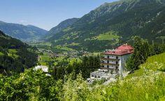 Im Berg-Kurort Bad Gastein treffen schickes Design und klassische Elemente aufeinander. Ike Ikrath hat das #Hotel #Miramonte mit viel Liebe zum Detail modernisiert, drinnen lockt der Spa-Bereich und vor der Tür liegt ein Wander- und Trekking-Paradies. #vamosreisen #badgastein #österreich #salzburgerland