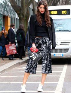 Look de Sara Nicole Rossetto com calça pantacourt de paetês.