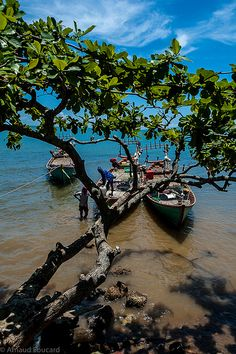 Fishermen, Kep, Cambodia | www.vietnamphotoadventures.com | Flickr