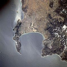 Cape Town seen from space: Most of the urban area visible in this NASA Astronaut photo is part of the greater Cape Town metropolitan area. South Afrika, Cape Town South Africa, Out Of Africa, The Beautiful Country, Most Beautiful Cities, Africa Travel, Scenery, Places To Visit, African Life