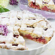 Tarta z rabarbarem. Rhubarb Tea, Rhubarb Syrup, Dessert Drinks, Dessert Recipes, Momofuku Cake, Single Layer Cakes, Polish Recipes, Something Sweet, Sweet Desserts