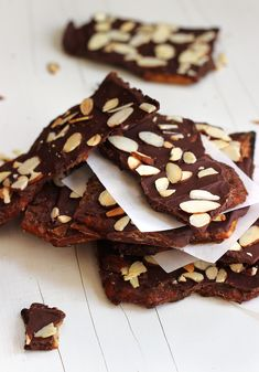 Looking for Fast & Easy Dessert Recipes! Recipechart has over free recipes for you to browse. Find more recipes like Chocolate Caramel Toffee Crackers. Candy Recipes, Sweet Recipes, Dessert Recipes, Desserts, Raw Chocolate, Delicious Chocolate, Saltine Cracker Recipes, Saltine Crackers, Coconut Cream Cupcakes