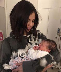 Selena Gomez and baby sister Selena Gomez Tumblr, Selena Gomez Cute, Selena Gomez Fotos, Selena Gomez Style, Selena Gomez Sister, Selena Gomez Selfies, Alex Russo, Selena Gomez Pregnant, Wattpad
