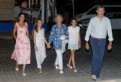 Spanish Royal Family posed for Annual Summer Photos in Picturesque Marivent Palace Furla Metropolis Mini, Spanish Royal Family, White Sleeveless Dress, Pink Floral Dress, Queen Letizia, Summer Photos, Family Posing, Royal Fashion, Royals