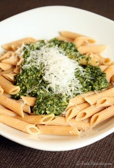 Classic Pesto Sauce-made this came out good Pasta Recipes, Cooking Recipes, Healthy Recipes, Pesto Sauce, I Love Food, Pasta Dishes, Soul Food, Italian Recipes, Dressings