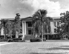 194- Front view of the Hardee County Courthouse - Wauchula, Florida. State Archives of Florida, Florida Memory.
