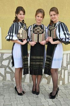 Ethnic Fashion, Fashion Art, Fashion Trends, Folk Costume, Costumes, Romania People, Folk Embroidery, Embroidery Ideas, European Girls