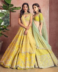 Brand new Anushree Reddy 2019 Bridal Lehengas are here. Whether you are a fan of her style or not, you are going to love her latest designs. Indian Gowns Dresses, Indian Fashion Dresses, Dress Indian Style, Indian Designer Outfits, Designer Dresses, Designer Bridal Lehenga, Indian Bridal Lehenga, Indian Bridal Outfits, Indian Attire
