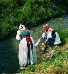 kroj z Liptovskej Luznej, Slovakia Polish, Painting, Dresses, Fashion, Muslim Women Fashion, Muslim Women, Feminine Fashion, Vestidos, Moda