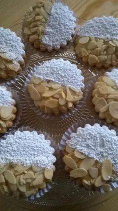 Les sablés 1 Arabic Sweets, Arabic Food, Cookie Desserts, Cookie Recipes, Moroccan Desserts, Algerian Recipes, Biscotti Cookies, Cake Truffles, Traditional Cakes