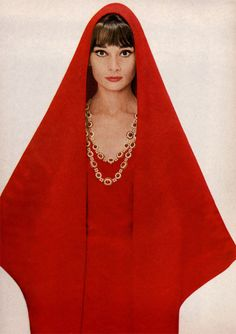 Style Icon: Audrey Hepburn in an Oriental-inspired red silk design of Givenchy, necklace of pearls and rubies by Van Cleef & Arpels, photo by Richard Avedon for Harper's Bazaar 1962 Richard Avedon, Audrey Hepburn Born, Katharine Hepburn, Kourtney Kardashian, Kardashian Fashion, Vogue, My Fair Lady, Moda Vintage, Looks Vintage