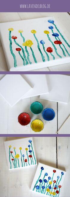 Blumen Fingerabdruck: Ideen für eine schnelle Bastelidee mit Kindern. Die Blumenwiese aus Fingerabdrücken ist eine kreative Frühling Bastelidee für Kinder. Als einfache Bastelidee lässt sich die Fingerabdrücke Idee bereits mit Krippenkindern umsetzen.
