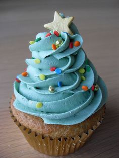 RETRO ..Blue Christmas Tree Cupcake