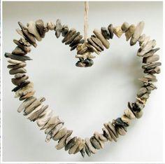 Corazón de madera y piedras