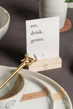 Zusss   Gezellige tafelwensen   Koken & tafelen Letter Board, Letters, Restaurant Ideas, Lightbox, Stamps, Place Card Holders, Houses, Pocket, Table Decorations
