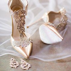 Everything is coming up #rosegold with these beauties. Pic: @theyoungrens #weddingshoes