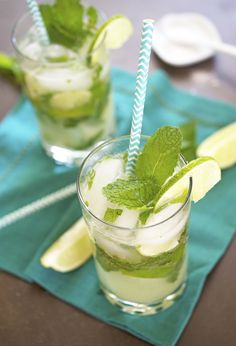 Classic Mint Mojito made with all of the fresh flavors of summer. Mint and lime are muddled together to create a refreshing cocktail. Top with sparkling water! Party Drinks, Cocktail Drinks, Fun Drinks, Cocktail Recipes, Alcoholic Drinks, Mixed Drinks, Mojito Recipe, Margarita Recipes, Refreshing Cocktails