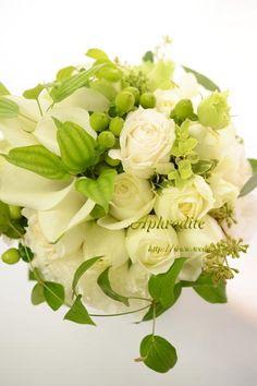 ウエディングブーケ専門ショップ・アフロディーテ(Wedding Bouquet Aphrodite)  綺麗可愛い・白グリーンのクラッチブーケ