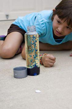 ¡Haz con tus niños una lámpara de Lava!    Recuerda que realizar experimentos con tus hijos ayudará a que su creatividad se potencialice.