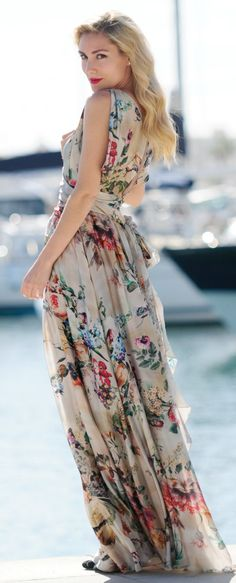 I love this floral maxi dress! Look Boho, Look Chic, Floral Fashion, Look Fashion, Dress Fashion, Floral Maxi, Dress Me Up, Pretty Dresses, Beautiful Outfits
