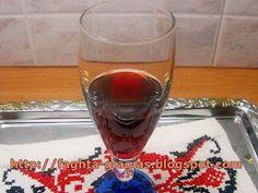 Λικέρ Ρόδι πολύ γρήγορο, φτιαγμένο στην κατσαρόλα - από «Τα φαγητά της γιαγιάς» Greek Desserts, Greek Recipes, Pomegranate Liqueur, Alcoholic Drinks, Cocktails, Beef Liver, Pastry Cake, Food To Make, Smoothies