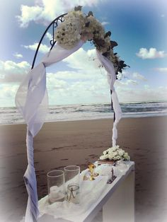 Wedding on the beach, bride and groom, symbolic wedding, wedding day, Cilento Coast, Sposa Mediterranea, Olga studio
