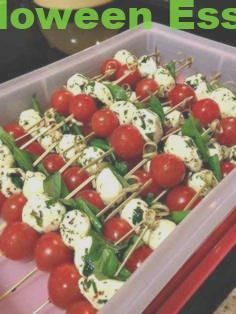 Super Easy, Simple And Quick Caprese Kebobs! Super Easy, Simple And Quick Caprese Kebobs! Caprese Kebabs cherry tomatoes mozzarella cheese fresh basil leaves appetizer skewers Simply layer basil leaves, cherry tomatoes, and mozzarella cheese marinated in Snacks Für Party, Appetizers For Party, Appetizer Recipes, Appetizer Ideas, Parties Food, Finger Food Appetizers, Summer Party Foods, Brunch Recipes, Easy Summer Appetizers