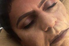 Ela maquiou o marido enquanto ele dormia e as fotos são ótimas
